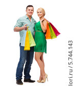 Купить «Улыбающиеся молодые мужчина и женщина с разноцветными пакетами после шопинга», фото № 5744143, снято 16 февраля 2014 г. (c) Syda Productions / Фотобанк Лори