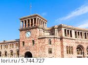 Купить «Дом Правительства на центральной площади Республики, Ереван, Армения», фото № 5744727, снято 4 июля 2013 г. (c) Евгений Ткачёв / Фотобанк Лори