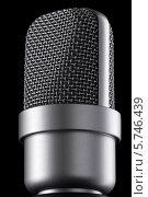 Микрофон крупным планом на черном фоне. Стоковое фото, фотограф Петеляева Татьяна / Фотобанк Лори