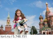 Купить «Маленькая девочка сидит на фоне Московского Кремля с картой и лупой», фото № 5748151, снято 11 июня 2013 г. (c) Losevsky Pavel / Фотобанк Лори