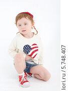 Купить «Девочка сидит на полу на белом фоне», фото № 5748407, снято 2 февраля 2013 г. (c) Losevsky Pavel / Фотобанк Лори