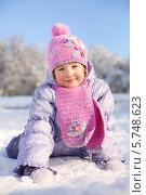 Купить «Девочка в розовом шарфе и шапке зимой», фото № 5748623, снято 5 февраля 2013 г. (c) Losevsky Pavel / Фотобанк Лори