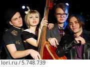 Купить «Трое молодых мужчин и женщина с контрабасом», фото № 5748739, снято 26 декабря 2012 г. (c) Losevsky Pavel / Фотобанк Лори