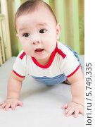 Купить «Милый малыш в детской кроватке», фото № 5749335, снято 27 марта 2013 г. (c) Losevsky Pavel / Фотобанк Лори
