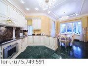 Купить «Интерьер роскошной кухни в классическом стиле», фото № 5749591, снято 16 января 2013 г. (c) Losevsky Pavel / Фотобанк Лори