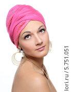 Портрет красивой женщины с красным платком на голове. Стоковое фото, фотограф Анастасия Герасимова / Фотобанк Лори