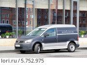 Купить «Автомобиль Volkswagen Caddy», фото № 5752975, снято 7 июля 2012 г. (c) Art Konovalov / Фотобанк Лори