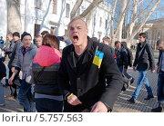 """Купить «Радикалы из «Правого сектора» и самообороны Майдана. Столкновение со сторонниками антимайдана Одессы - """"Куликово поле""""», фото № 5757563, снято 30 марта 2014 г. (c) KEN VOSAR / Фотобанк Лори"""