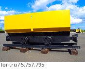 Купить «Шахтная вагонетка на фоне голубого неба», фото № 5757795, снято 6 июня 2010 г. (c) Евгений Ткачёв / Фотобанк Лори
