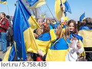 """Купить «Одесские сторонники Майдана на митинге-марше, посвященном дню памяти - 40 дней со дня гибели """"Небесной сотни""""», фото № 5758435, снято 30 марта 2014 г. (c) KEN VOSAR / Фотобанк Лори"""