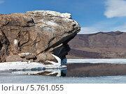 Купить «Байкал. Малое море. Весенняя промоина у скал острова Большой Тойнак», фото № 5761055, снято 30 марта 2014 г. (c) Виктория Катьянова / Фотобанк Лори