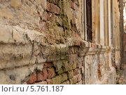 Старая разбитая кирпичная стена. Стоковое фото, фотограф Ярослав Грицан / Фотобанк Лори