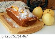 Купить «Пирог из кукурузной муки, груши и фонарь», фото № 5761467, снято 20 марта 2014 г. (c) Шуба Виктория / Фотобанк Лори