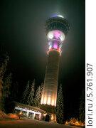 Ночной зимний вид на подсвеченную телебашню Пуйо в городе Куопио. Финляндия. (2014 год). Стоковое фото, фотограф Борис Смирин / Фотобанк Лори