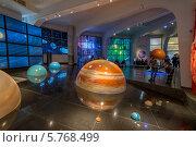 Интерактивный макет Солнечной системы в музее Урании Большого планетария города Москвы (2014 год). Редакционное фото, фотограф Володина Ольга / Фотобанк Лори