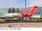 Купить «Самолет ЯК-42 на ВДНХ (ВВЦ)», эксклюзивное фото № 5773067, снято 19 августа 2011 г. (c) Алёшина Оксана / Фотобанк Лори