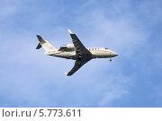 Купить «Самолет авиакомпании Lukoil-Avia Canadair CL-600-2B16 Challenger 601-3R заходит на посадку (бортовой номер VP-CLZ)», эксклюзивное фото № 5773611, снято 24 февраля 2014 г. (c) Алексей Гусев / Фотобанк Лори