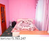 Купить «Интерьер спальни в розовых тонах», фото № 5783247, снято 26 октября 2012 г. (c) Евгений Ткачёв / Фотобанк Лори