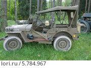 Купить «Willys MB (Виллис) — американский армейский автомобиль повышенной проходимости времён Второй мировой войны. Серийное производство началось в 1941 году на заводах компаний Willys-Overland Motors и Ford (под маркой Ford GPW).», фото № 5784967, снято 21 июня 2013 г. (c) Малышев Андрей / Фотобанк Лори