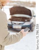Купить «Авария на дороге зимой. Мужчина звонит по сотовому телефону в сервисную службу», фото № 5786559, снято 16 января 2014 г. (c) Syda Productions / Фотобанк Лори