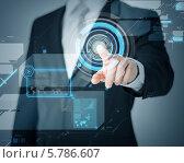 Рука бизнесмена нажимает на виртуальный экран. Стоковое фото, фотограф Syda Productions / Фотобанк Лори