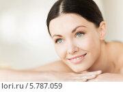 Купить «Портрет красивой брюнетки в СПА-салоне», фото № 5787059, снято 4 мая 2013 г. (c) Syda Productions / Фотобанк Лори