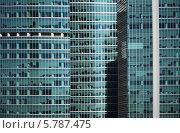 Современное многоэтажное здание со стеклянным фасадом. Стоковое фото, фотограф Анфимов Леонид / Фотобанк Лори