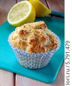 Купить «лимонный кекс крупным планом», фото № 5791479, снято 24 января 2019 г. (c) Food And Drink Photos / Фотобанк Лори
