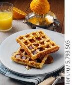 Купить «вафли с сиропом на тарелке», фото № 5793503, снято 22 февраля 2019 г. (c) Food And Drink Photos / Фотобанк Лори