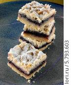 Купить «песочное печенье с черникой», фото № 5793603, снято 22 февраля 2019 г. (c) Food And Drink Photos / Фотобанк Лори