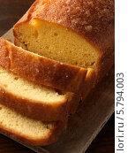 Купить «нарезанный лимонный кекс крупным планом», фото № 5794003, снято 24 августа 2012 г. (c) Food And Drink Photos / Фотобанк Лори