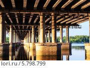 Под мостом. Стоковое фото, фотограф Сергей Огарёв / Фотобанк Лори