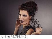 Игривая девушка в стиле рок показывает язык. Стоковое фото, фотограф Евгения Семенова / Фотобанк Лори
