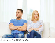 Купить «Ссора. Мужчина и женщина сидят на диване, отвернувшись друг от друга», фото № 5801275, снято 9 февраля 2014 г. (c) Syda Productions / Фотобанк Лори