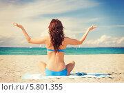 Купить «Женщина сидит на песчаном пляже, разведя руки в стороны. Вид со спины», фото № 5801355, снято 21 июля 2012 г. (c) Syda Productions / Фотобанк Лори