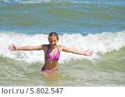 Купить «Ура! Море!», фото № 5802547, снято 21 июня 2013 г. (c) Ирина Здаронок / Фотобанк Лори