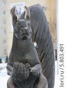 Купить «Скульптура белки», эксклюзивное фото № 5803491, снято 12 апреля 2014 г. (c) Вероника / Фотобанк Лори