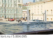 Купить «Фонтан рядом с Большим театром», эксклюзивное фото № 5804095, снято 9 мая 2013 г. (c) Алёшина Оксана / Фотобанк Лори