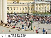 Купить «Москва. Малый театр и Театральная площадь во время праздника Победы 9 мая», эксклюзивное фото № 5812339, снято 9 мая 2013 г. (c) Алёшина Оксана / Фотобанк Лори