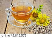Купить «Травяной чай из корня девясила с цветком на доске», фото № 5815575, снято 20 августа 2013 г. (c) Резеда Костылева / Фотобанк Лори