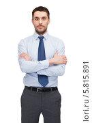 Купить «Молодой бизнесмен в рубашке и галстуке стоит обхватив себя руками», фото № 5815891, снято 15 марта 2014 г. (c) Syda Productions / Фотобанк Лори