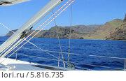 Купить «Круиз на яхте по Канарским островам, проплываем остров Ла Гомера», видеоролик № 5816735, снято 19 ноября 2013 г. (c) Roman Likhov / Фотобанк Лори
