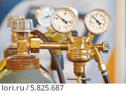 Купить «Манометры на газовом оборудовании», фото № 5825687, снято 8 апреля 2014 г. (c) Дмитрий Калиновский / Фотобанк Лори