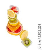 Кусочки фруктов во льду на белом фоне. Стоковое фото, фотограф Николай Тоцкий / Фотобанк Лори