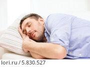 Купить «Молодой мужчина крепко спит дома», фото № 5830527, снято 15 марта 2014 г. (c) Syda Productions / Фотобанк Лори