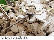 Купить «Демонтаж перегородки», фото № 5833499, снято 13 апреля 2014 г. (c) Юрий Бельмесов / Фотобанк Лори