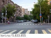 Купить «Улицы Еревана. Армения», фото № 5833855, снято 4 июля 2013 г. (c) Евгений Ткачёв / Фотобанк Лори