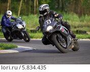 Купить «Сузуки GSX на треке», фото № 5834435, снято 25 июня 2013 г. (c) Алексей Крылов / Фотобанк Лори