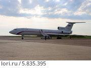 Купить «Самолет ВВС России Ту-154 Б-2 (бортовой номер RA-85555) на взлетном поле», эксклюзивное фото № 5835395, снято 15 апреля 2014 г. (c) Алексей Гусев / Фотобанк Лори