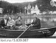 Купить «Люди в лодке на реке Северский Донец в Святогорске. 1936 год», эксклюзивное фото № 5839087, снято 8 июня 1936 г. (c) Алёшина Оксана / Фотобанк Лори